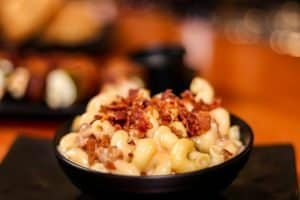mac and cheese with bacon in skillet